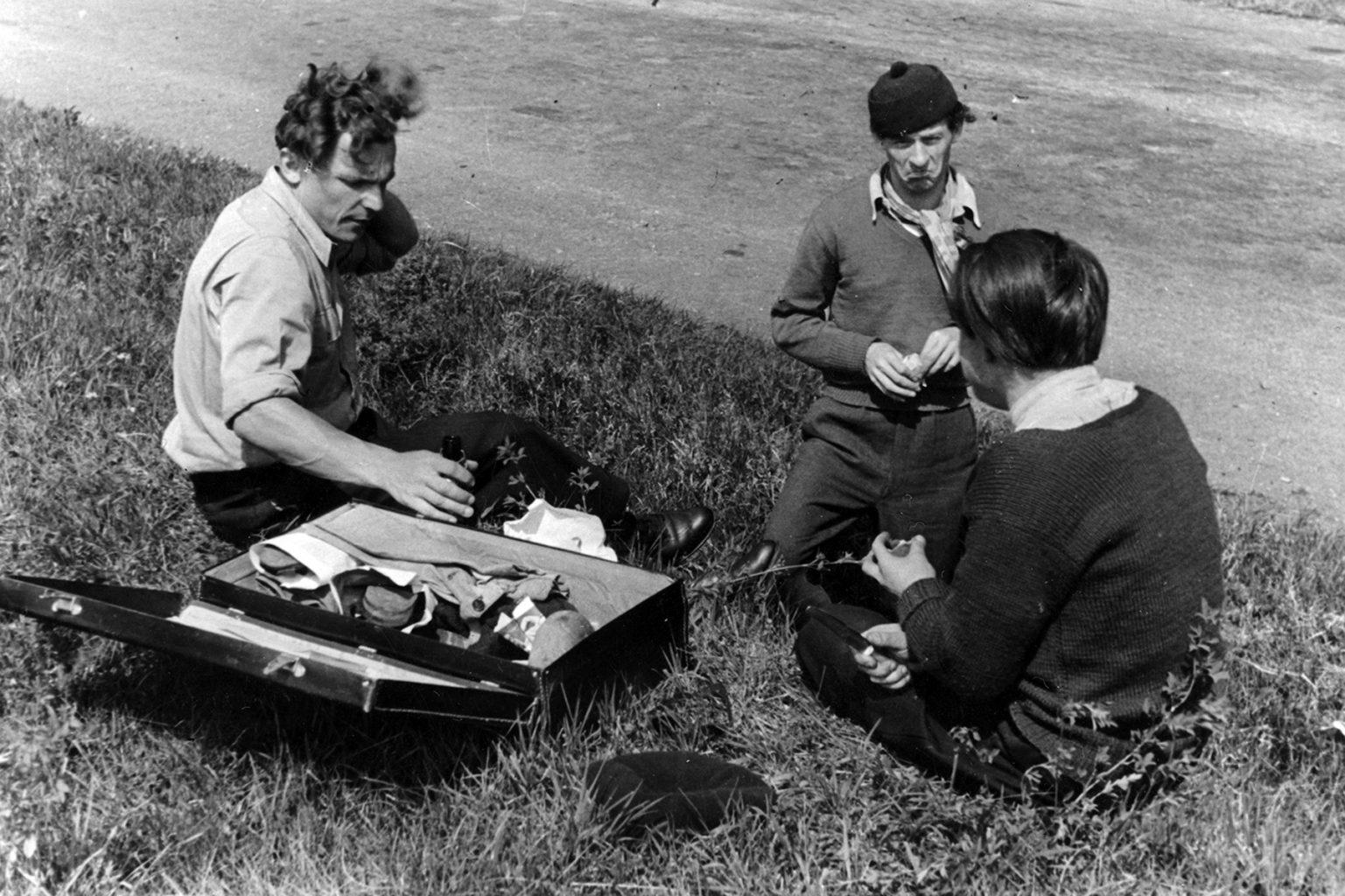 3buddies-picnicpostcard1200